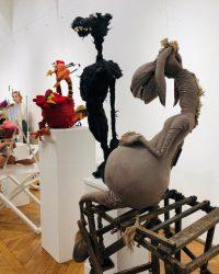 """Personaje emblematice ale spectacolelor Teatrului """"Puck"""", vedete de expoziție la Muzeul de Artă"""